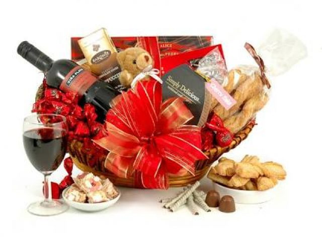 Spread the love with Valentine's Day gift hampers by Kandida