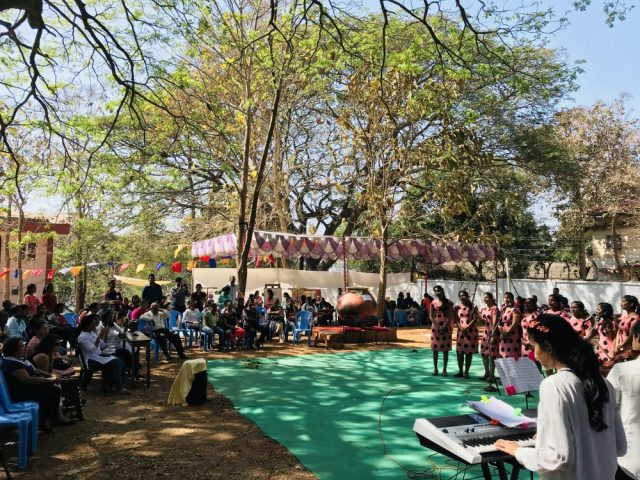 Students celebrate Goa's Aboli flower